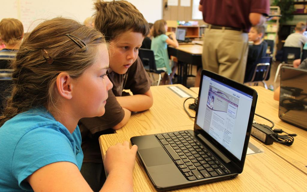 Redmond School District students with laptop